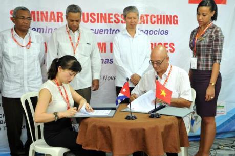 Việt Nam ký với Cuba các hợp đồng trị giá gần 2 triệu USD