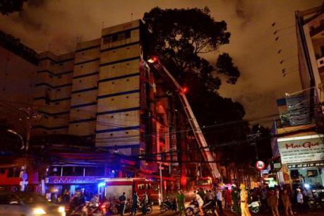 TP.HCM: Giải cứu thành công 11 người mắc kẹt trong đám cháy khách sạn