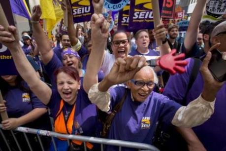 Mỹ bùng phát phong trào đòi tăng lương tối thiểu tại hơn 270 thành phố