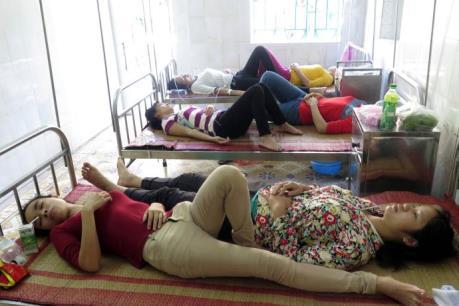 Nam Định: Hơn 50 công nhân nhập viện do nghi ngộ độc thực phẩm