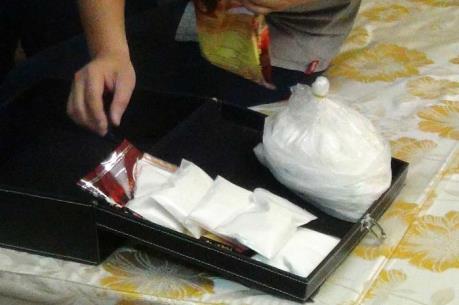 Triệt phá đường dây buôn ma túy lớn, thu giữ hơn 1kg ma túy và 4 khẩu súng