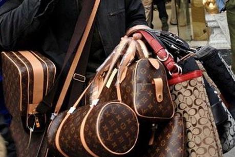 """Bỉ thu giữ lượng hàng """"nhái"""" lớn nhất năm lên đến 3 triệu euro"""
