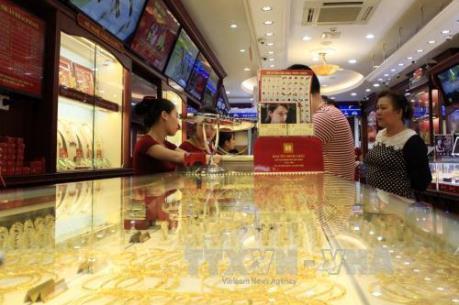 Tránh mua phải vàng giả, người dân nên đến những cơ sở kinh doanh lớn