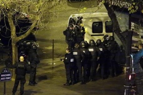 Khủng bố tại Paris khiến cả thế giới choáng váng
