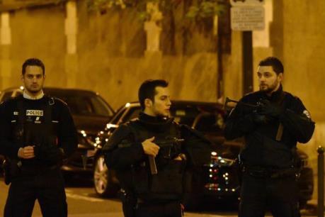 Pháp tuyên chiến với khủng bố