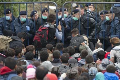 Khủng hoảng người nhập cư chồng chất gánh nặng lên kinh tế EU
