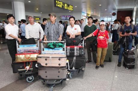 Những lao động Việt Nam đầu tiên từ Algeria đã về tới Hà Nội