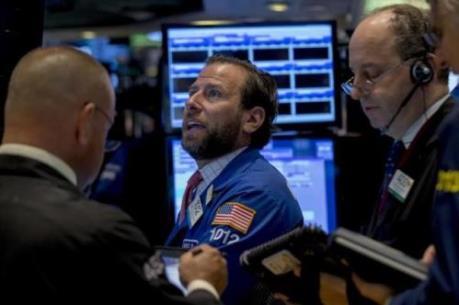 Fed và Apple giúp chứng khoán Mỹ tăng điểm mạnh
