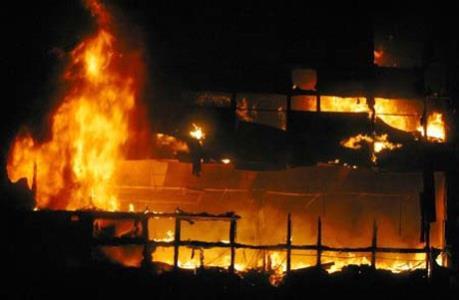 Hỏa hoạn thiêu rụi 18 gian hàng tại chợ Đắk Mil