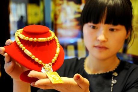 """Đồng USD yếu đang """"hậu thuẫn"""" giá vàng"""