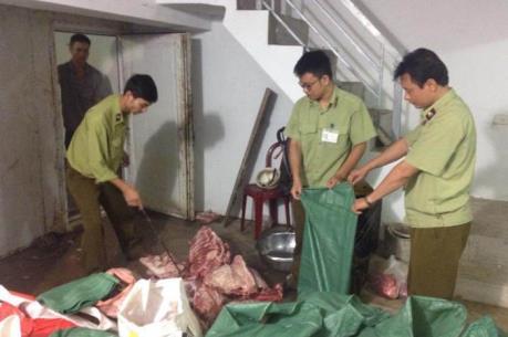 Phát hiện kinh hoàng: Gần 5 tấn thịt lợn bẩn được tuồn vào chợ