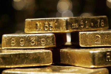 Vàng rời khỏi mức thấp trong 6 năm