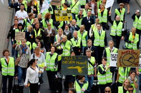 Tiếp viên Hãng hàng không Lufthansa tuyên bố đình công mới