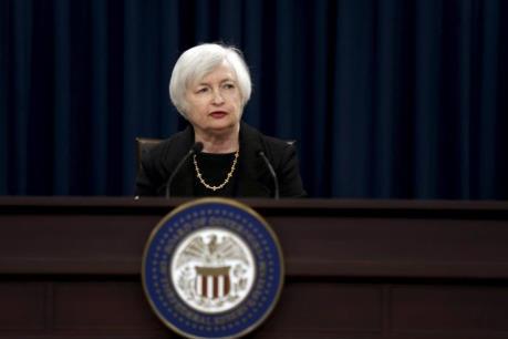 Chủ tịch Fed bảo vệ chính sách lãi suất thấp
