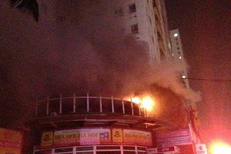 Hà Nội: Cháy lớn ở chung cư Vimeco Cầu Giấy