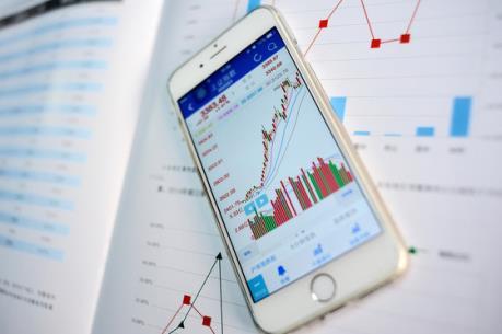 Bluechip đồng loạt giảm, VN-Index lùi về sát mốc 590