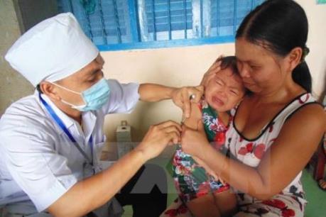 Quảng Nam: Cứu sống một cháu bé bị sốc phản vệ nặng sau khi tiêm vắc xin 5 trong 1