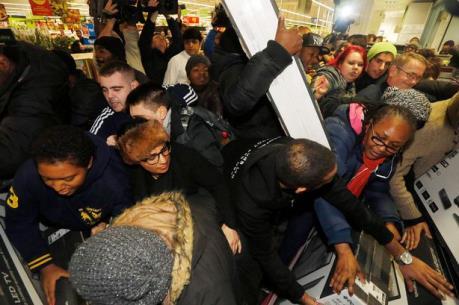 """""""Black Friday"""" hứa hẹn mang lại kỷ lục doanh thu cho các tập đoàn bán lẻ Anh"""