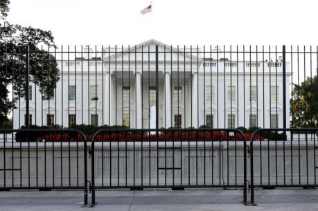 Nhà Trắng đóng cửa sau khi bị đột nhập