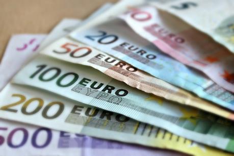 Euro trượt giá trước thềm cuộc họp chính sách của ECB