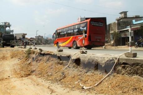 Quốc lộ 1A qua Bình Định mới hoàn thành đã hư hỏng
