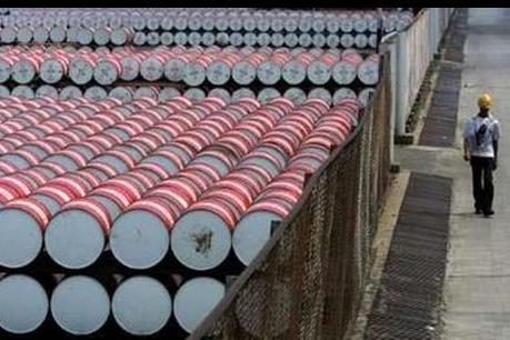 Giá dầu thế giới giảm xuống 50-51 USD/thùng