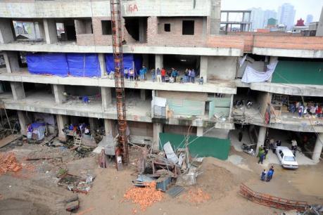 Hà Nội: Sập thang nâng xây dựng chung cư 52 Lĩnh Nam, 3 người thương vong