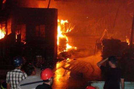 Hỏa hoạn thiêu trụi hơn 1.000 m2 xưởng gỗ ở Đồng Nai