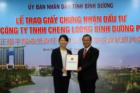Bình Dương trao giấy chứng nhận đầu tư cho dự án 1 tỷ USD