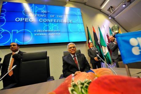OPEC lùi thời điểm ra quyết định về sản lượng
