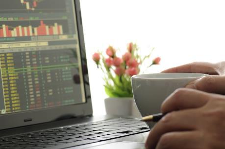 Thanh khoản thấp, cổ phiếu lớn mất điểm, VN-Index tuột mốc 565 điểm