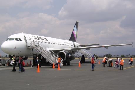 Máy bay Mexico hạ cánh khẩn cấp do báo động có bom