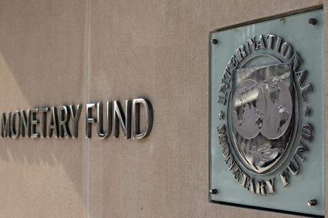 IMF nhượng bộ cho chủ nợ là chính phủ