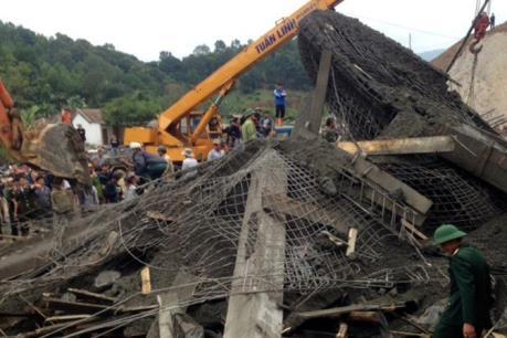 Sập giàn giáo tại cây xăng Sơn Kim 1-Hà Tĩnh: 8 nạn nhân đã được đưa ra khỏi đống đổ nát
