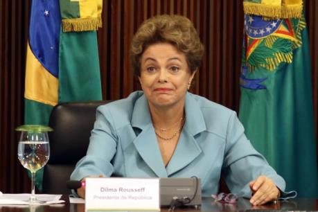Moody's xem xét hạ tín nhiệm của Brazil do bất ổn chính trị