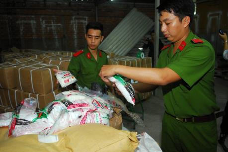 Phát hiện hơn 5 tấn đường hoá học và chất tạo ngọt xuất xứ từ Trung Quốc