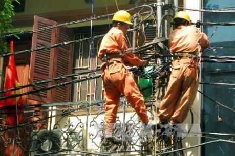 Khẩn trương khắc phục sự cố chập cháy dây điện tại quận Cầu Giấy và Tây Hồ