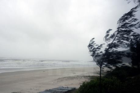 Bão Melor hoạt động gần Biển Đông có sức gió giật cấp 16-17