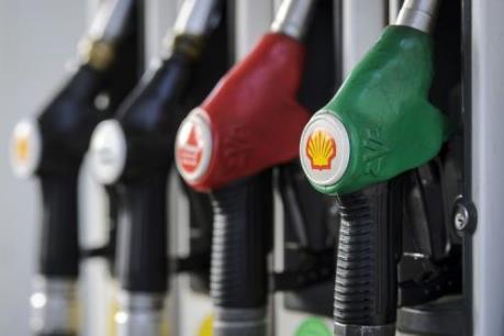 Giá dầu giảm hơn 30% trong năm 2015