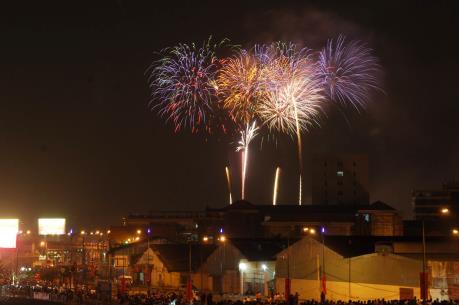 Đón năm mới 2016, Thành phố Hồ Chí Minh bắn pháo hoa tại hai điểm