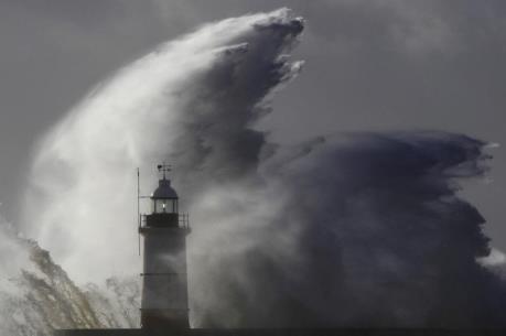 Chiều tối nay, siêu bão Melor gây gió mạnh cấp 12 ở khu vực giữa biển Đông