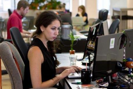 """Thị trường lao động Anh: Nữ giới """"lép vế"""""""
