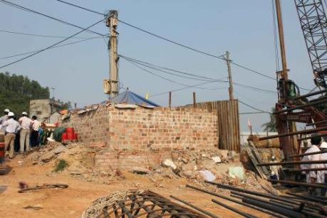 Bị nứt nhà, người dân Bình Định ngăn cản thi công Quốc lộ 19