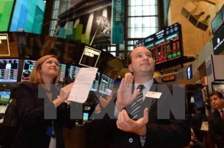 S&P 500 tiến gần mức kỷ lục mọi thời đại