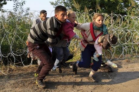 Vấn đề người di cư: Cảnh sát Pháp trấn áp gần 1.000 người tìm cách vượt hầm Channel