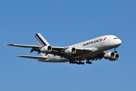 Máy bay của Air France hạ cánh khẩn cấp do nghi có bom