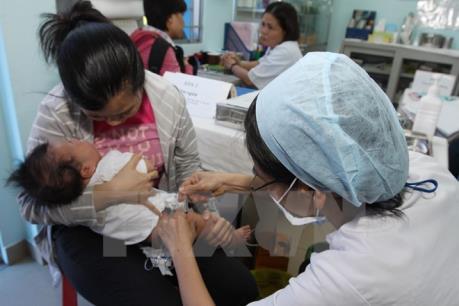 """Vắc xin """"xách tay"""": Bộ Y tế khuyến cáo người dân không nên tự tiêm"""