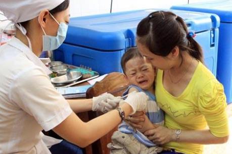 """Hướng dẫn đăng ký tiêm vaccine """"5 trong 1"""" Pentaxim ngày 8/3"""