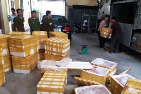 Hưng Yên bắt giữ ô tô vận chuyển hơn 700 kg lòng lợn thối