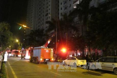 Cháy lớn ở quán karaoke 31 Nguyễn Khang, Hà Nội